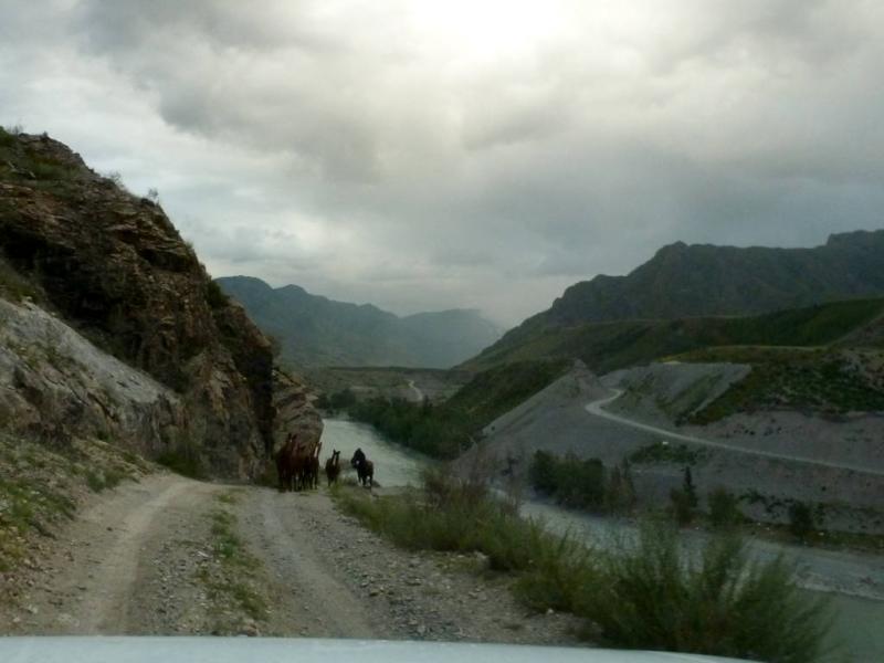 20180813. На старой дороге к месту слияния рек Катунь и Чуя.