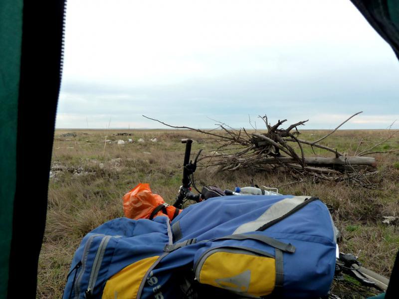 20130423. Вид из палатки на место ночной стоянки.