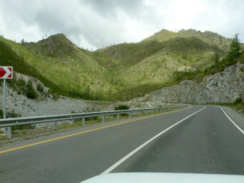 20180814. На одном из витков серпантина новой дороги через перевал Чике-Таман.