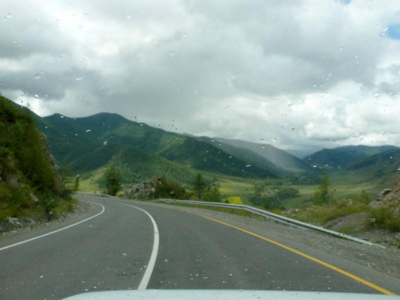 20180814. На спуске северо-западным склоном перевала Чике-Таман.