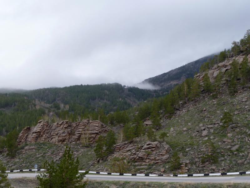 20130425. Вид пасмурным утром с перевала Джасыбай.