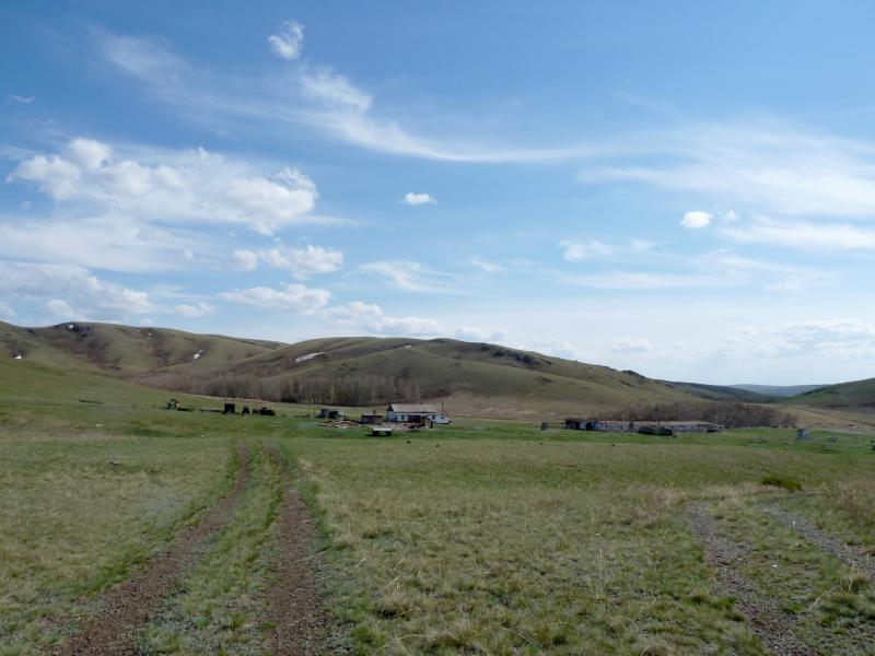 20130426. Вид на ферму-зимовку Копай, в горах Желтау.