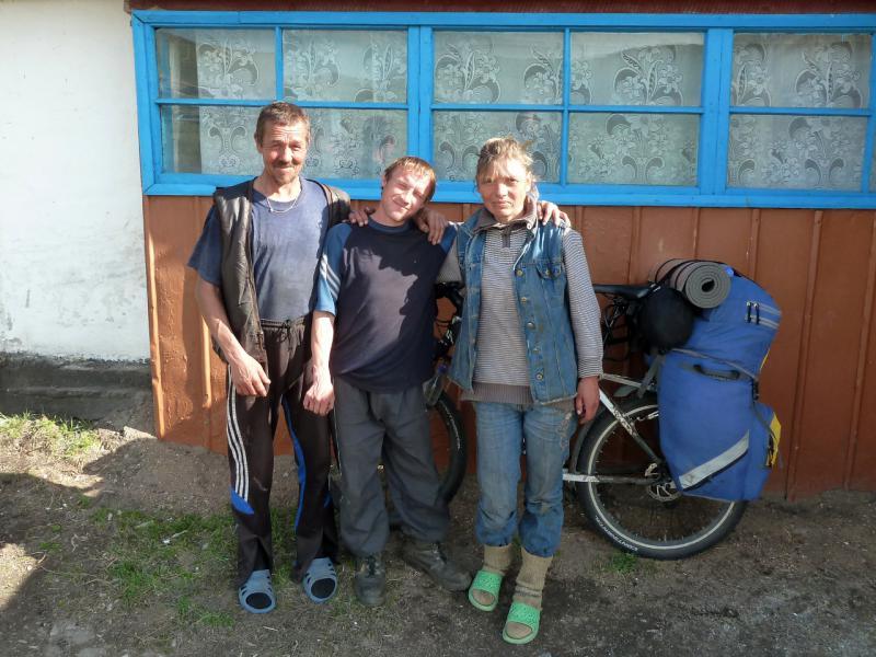 20130426. Работники фермы-зимовки Копай, в горах Желтау.