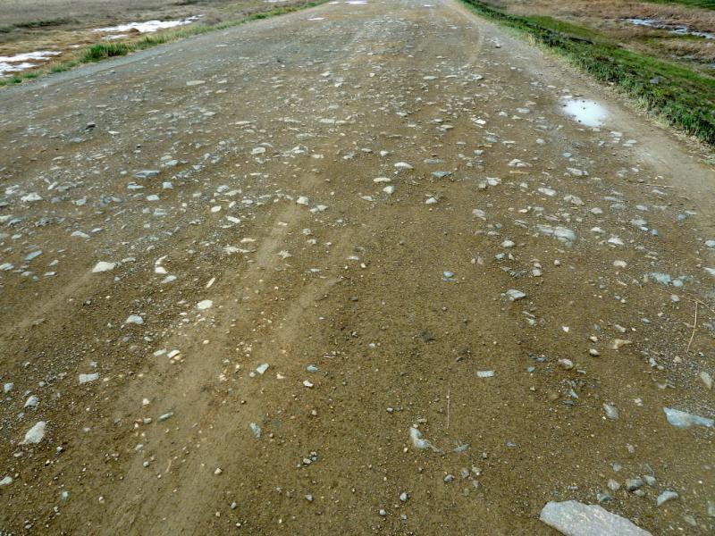 20130428. Покрытие грунтовой грейдерной дороги с гор Токпак в село Акжал.