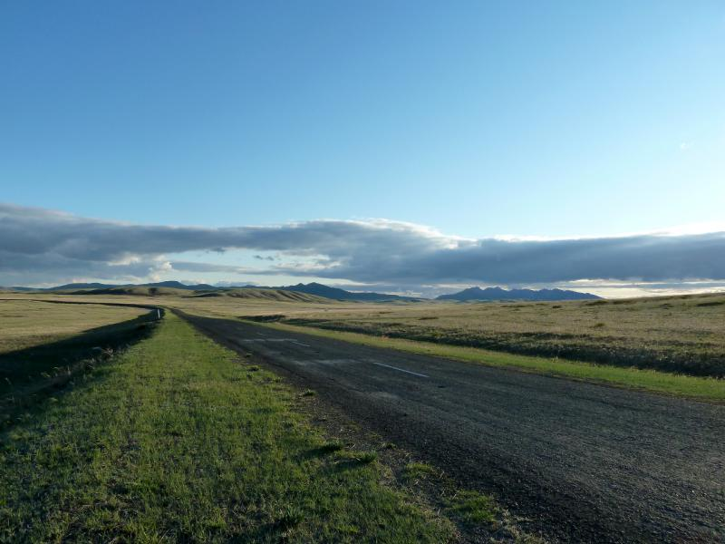 20130428. Дорога из села Акжал на Каркаралинск, в десяти километрах от горного массива.