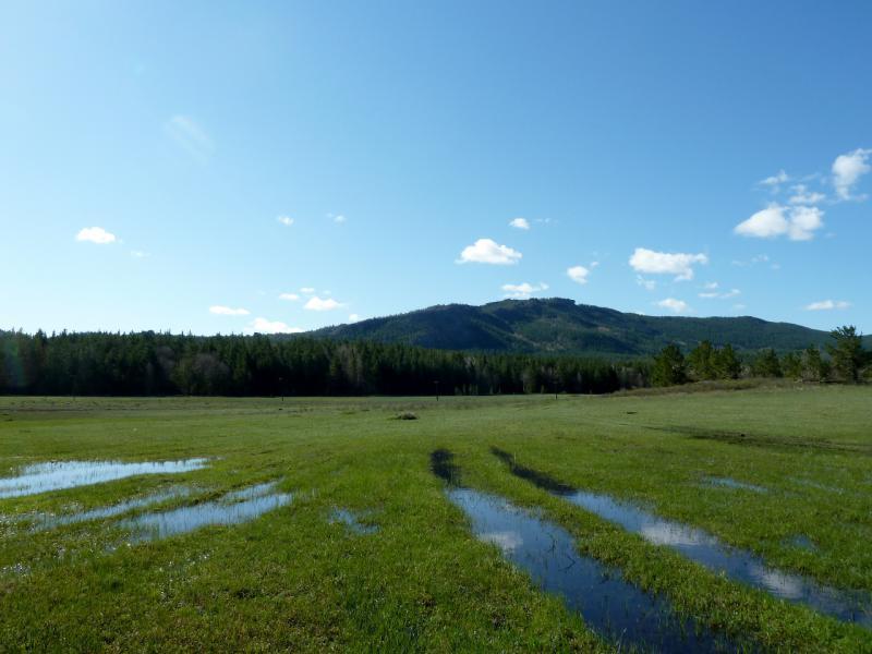20130501. Подтопленной долиной в центре Каркаралинского горного массива.