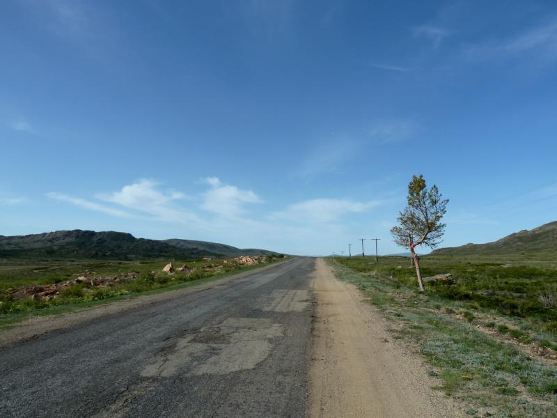 20130502. Дорога на Нуркент, у горы Мырзашокы.