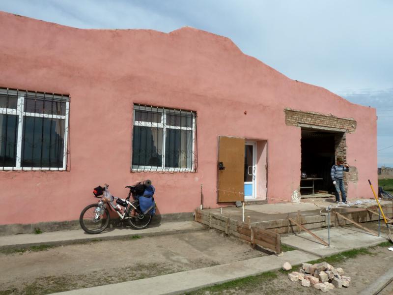 20130502. У магазина в селе Нуркент.