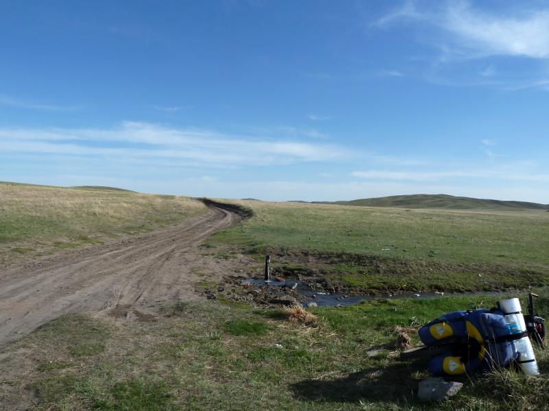 20130502. Артезианская скважина у грунтовой дороги из села Айбыз в Кызылжарык.