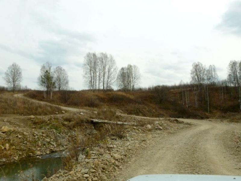 20181013. Недавно сооружённый золотоискателями переезд через речку Кинтереп.