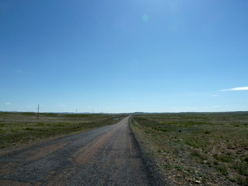 20130505. Асфальтовая дорога на юго-восток вдоль речки Токрау.