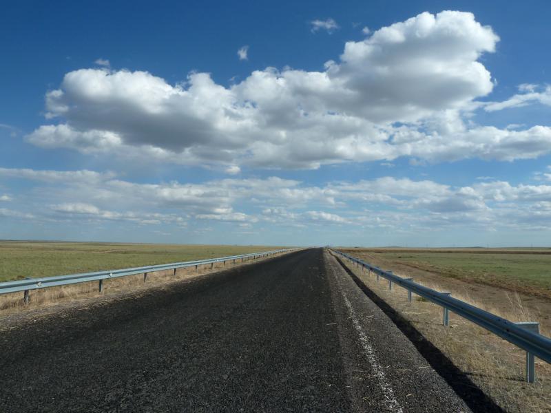 20130505. Свежепроложенная асфальтовая дорога Актогай (Карагандинская область) - Балхаш.