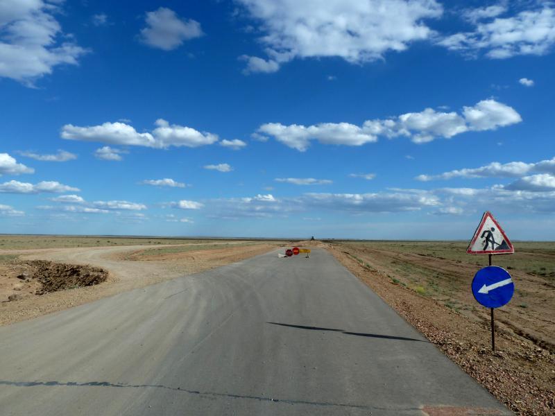 20130505. Начало ремонтируемого участка асфальтовой дорога Актогай - Балхаш.