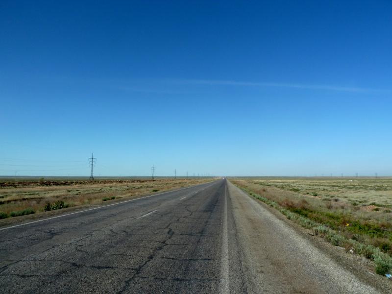 20130508. Автомобильная трасса М-36, на участке вдоль западного берега озера Балхаш.