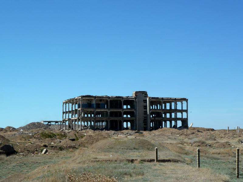 """20130508. Разрушенные объекты балхашских радаров """"дальнего обнаружения""""."""