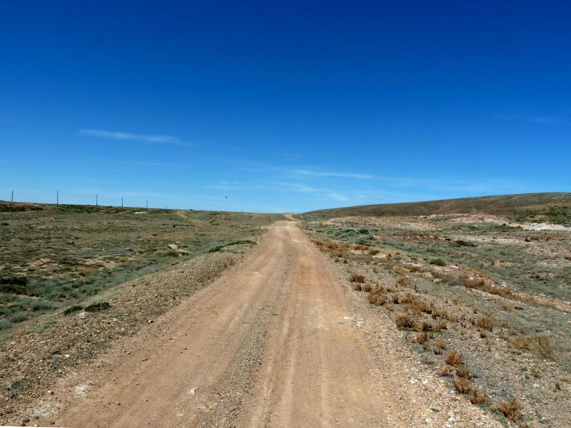 """20130508. Дорога от базы балхашских радаров """"дальнего обнаружения"""" в село Гульшад."""