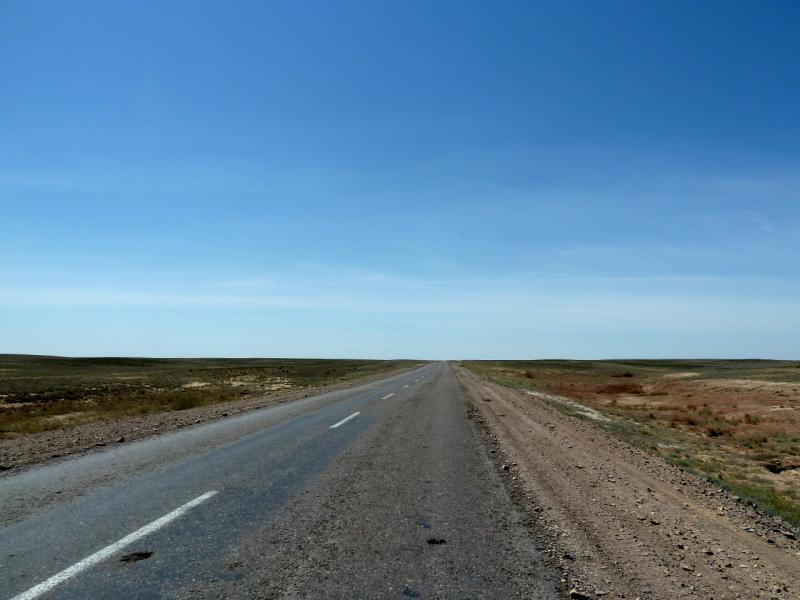 20130510. Дорога A-358 через Чу-Илийский хребет.