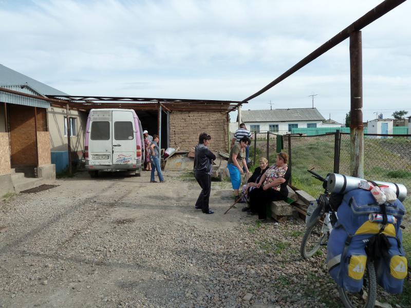 20130510. Магазинчик посёлка Хантау.