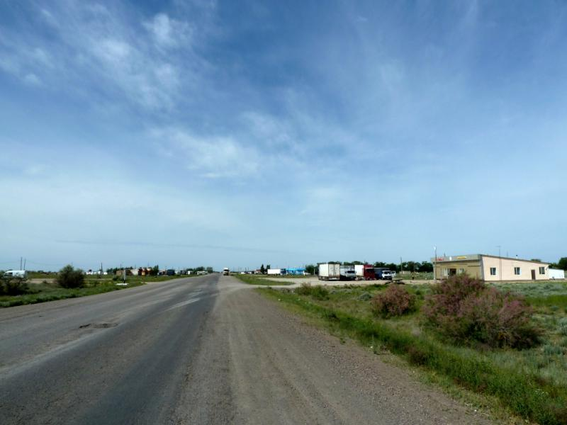 20130511. Стоянки и столовые для дальнобойщиков на дороге А-358, неподалеку от Хантау.