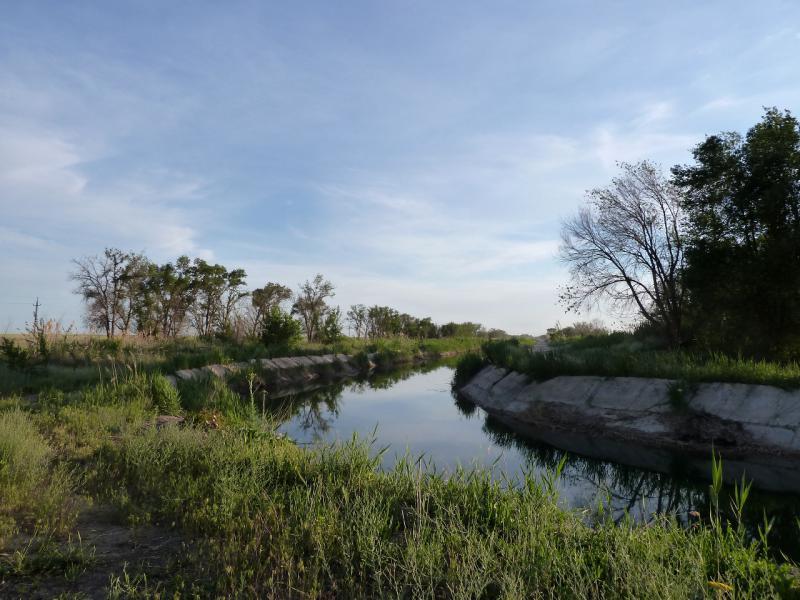 """20130511. У """"бетонного"""" канала в Чуйской долине."""