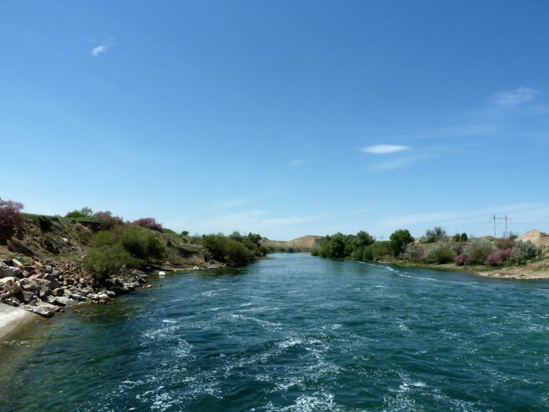 20130512. В нижнем срезе водосброса плотины на реку Чу.