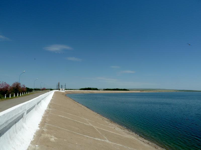 20130512. Плотина Тасуткольского водохранилища.