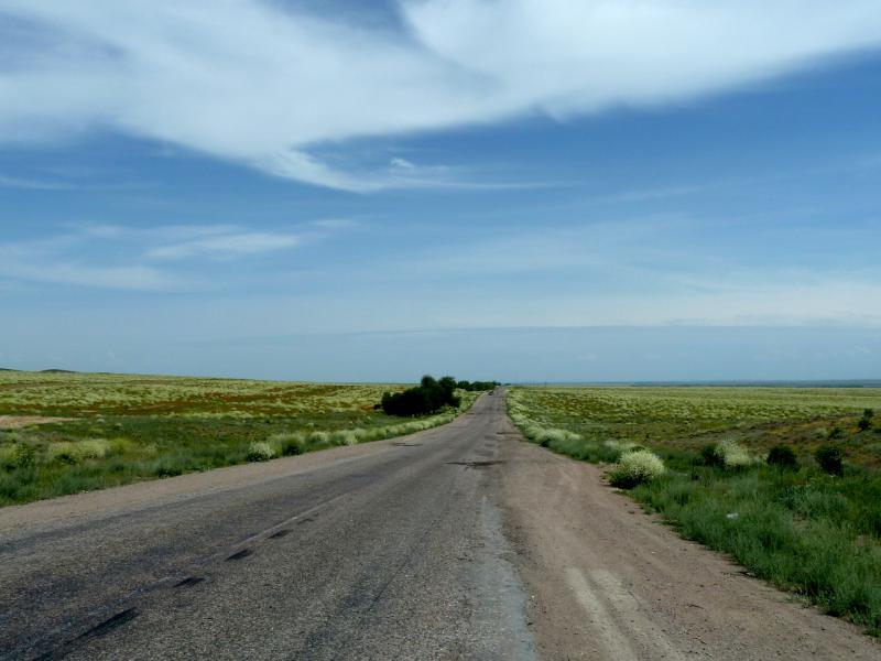 20130512. Дорога А-358 в районе Тасуткольского водохранилища.
