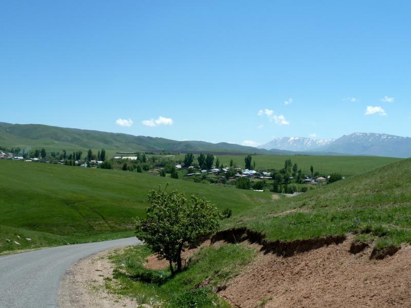 20130515. Вид с холмов на село Сулутор (ранее Малоархангельское).
