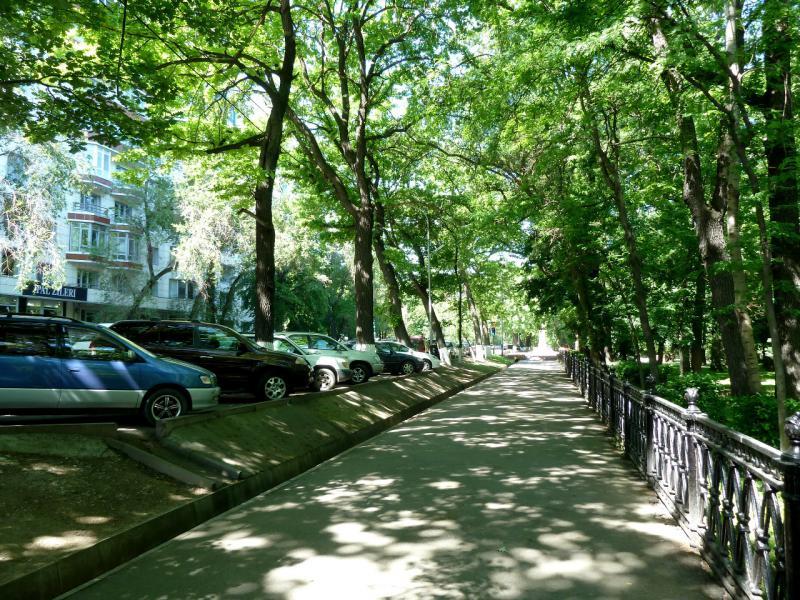 20130517. На парковых дорожках Алматы.