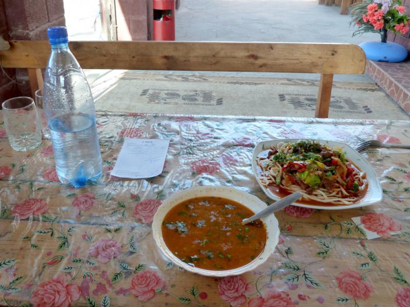 20130517. Вид обеденного стола в придорожной закусочной села Бесагаш.