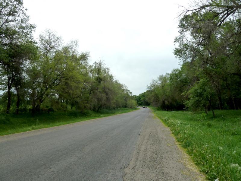 20130519. Автомобильная дорога между посёлками Есик и Тургень.