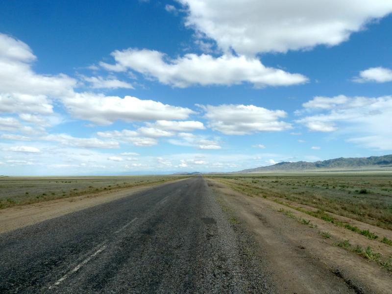 """20130520. Дорога A-351 """"Кульджинский тракт"""" через Согетинскую долину."""