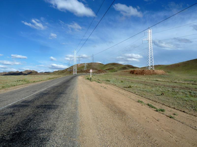 20130520. На въезде в горы Торайгыр, дорогой A-351.