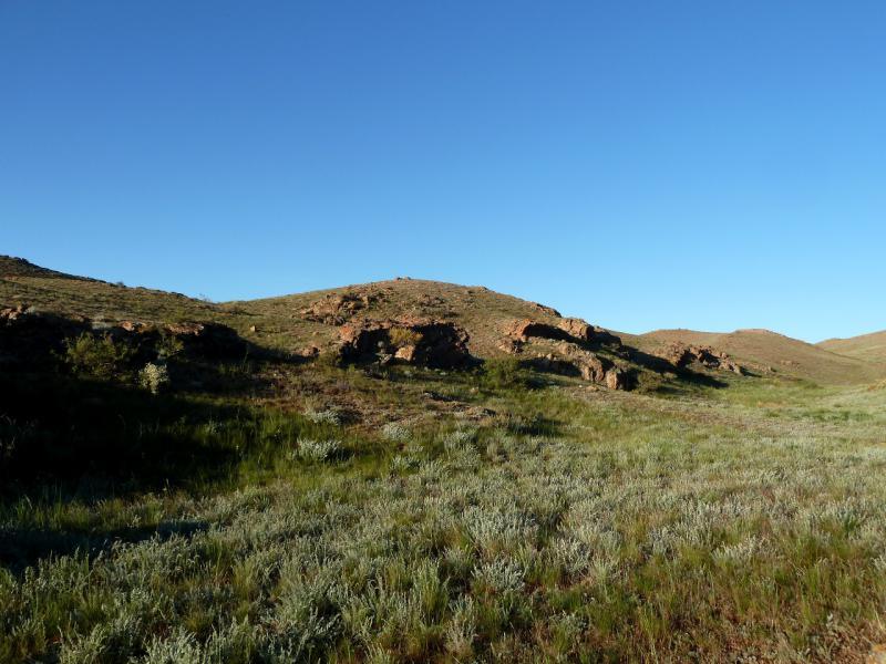 """20130522. Вид из """"двери"""" палатки на ложбину в горах Торайгыр."""