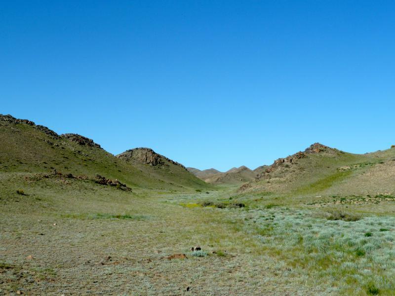 20130522. Типичная ложбина горах Торайгыр.
