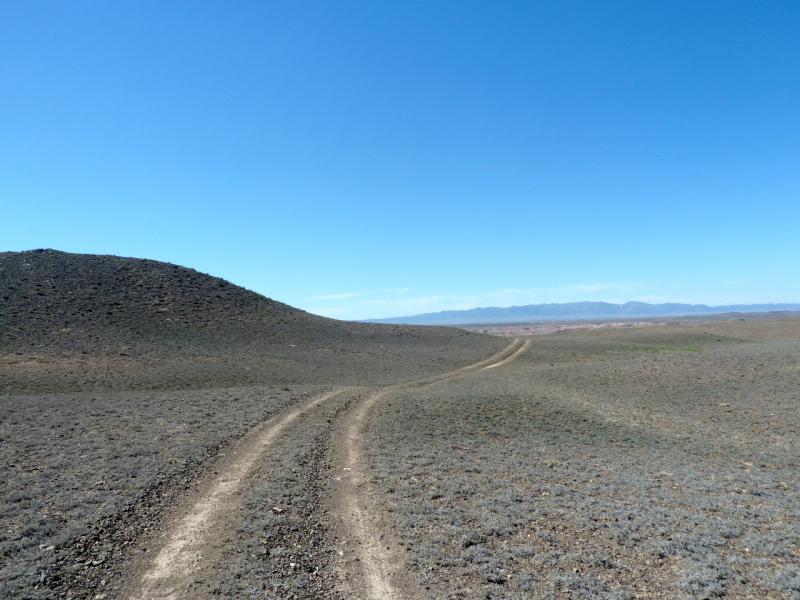 20130522. Вдоль гряды холмов у горы Бартогай.