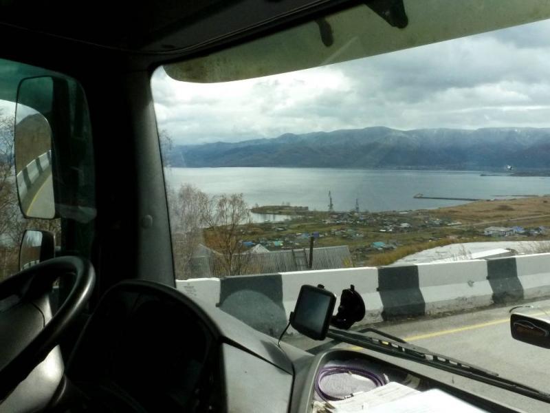 20191009. Вид из окна грузовика - порт и залив Култук южной оконечности озера Байкал.