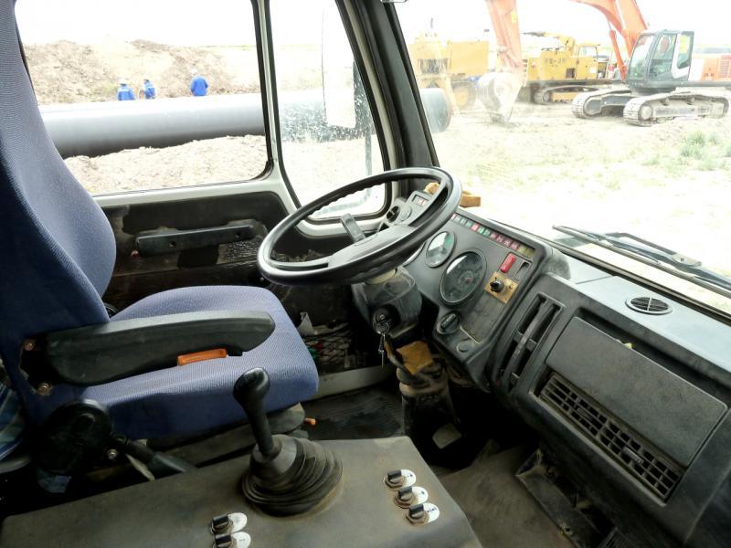 20130524. В кабине китайского грузовика-тягача.
