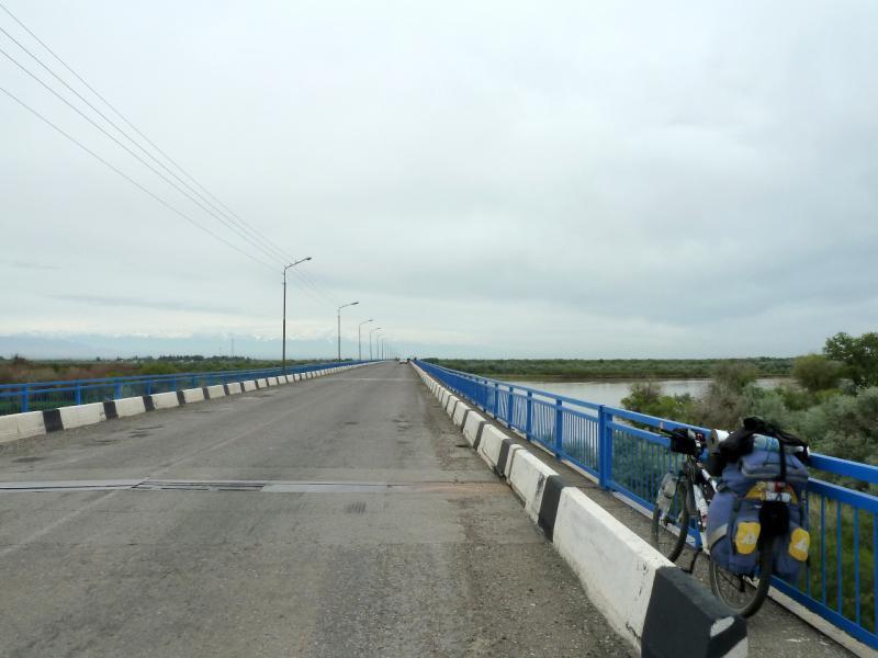 20130524. На мосту через реку Или.