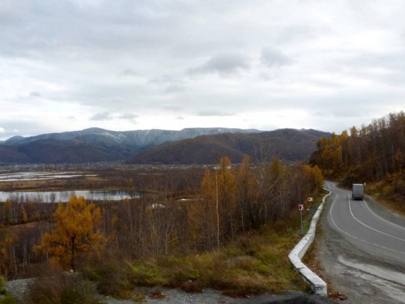 """20191009. Трасса """"Сибирь"""" вдоль болотистого берега Байкала, перед посёлком Слюдянка."""