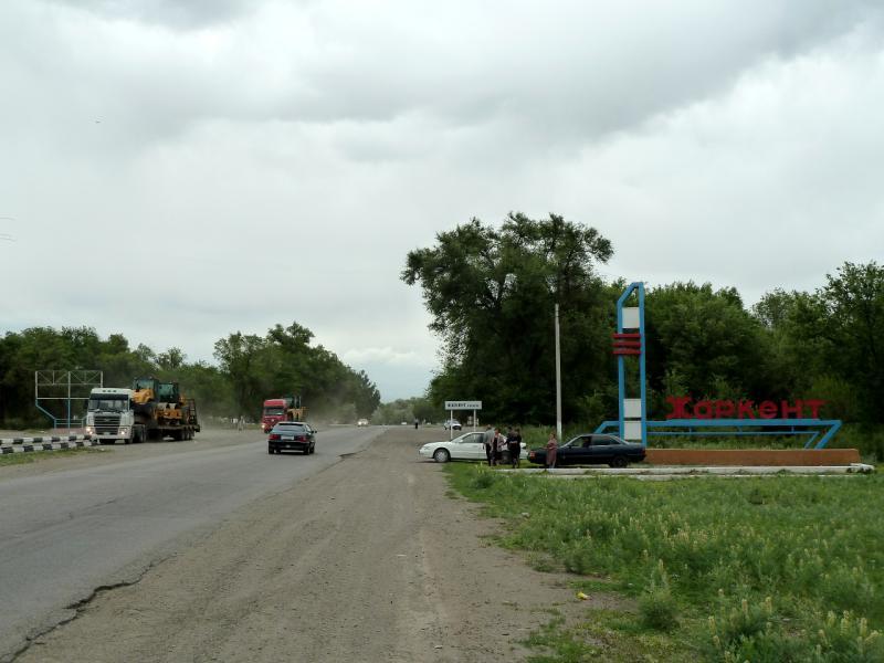20130524. На границе городка Жаркент.