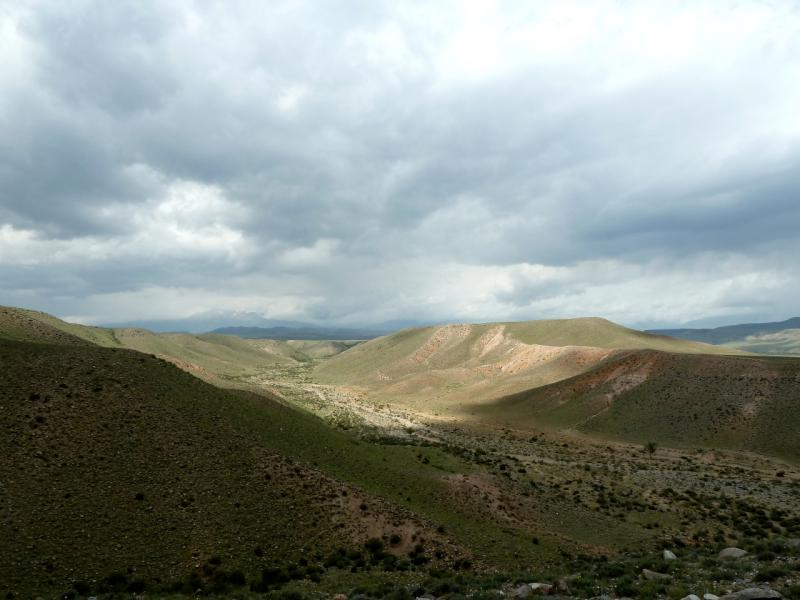 20130525. Вид на долину ручья в предгорьях Долантау.