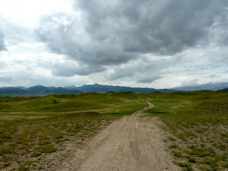 20130525. Дорога на джайляу, в урочище Аяксаз.