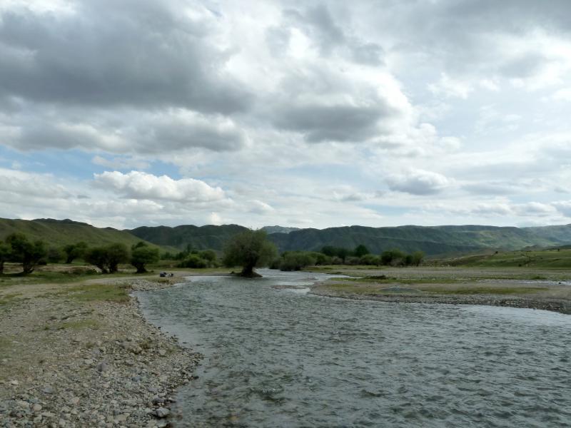 20130525. Брод через речку Борохудзир, у гор Ортатау.