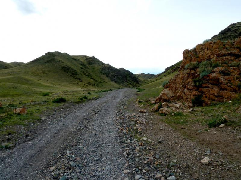 20130525. На этапе подхода к перевалу, всё круче подъёмы и повороты.