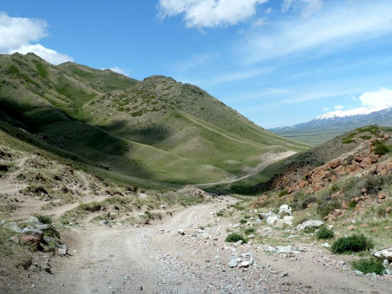 20130526. Съезд с перевала в урочище Аяксаз.