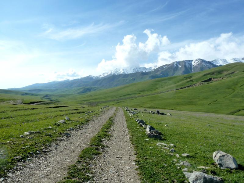 20130526. Западнее перевала Уйгентас не поленились расчистить дорогу.
