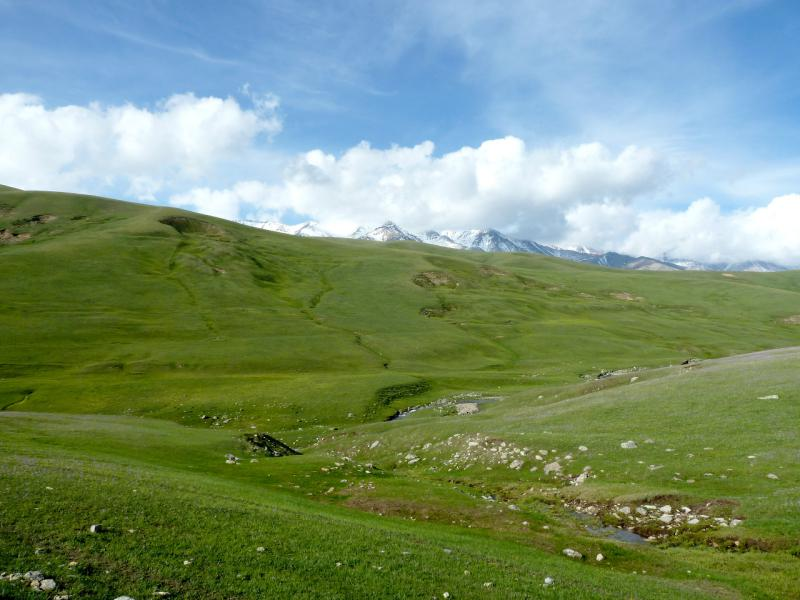 20130526. Вид на долину реки Кескентерек, в её истоках.