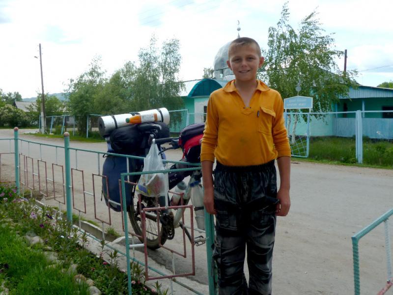 20130527. Житель села Шубар, Женя.