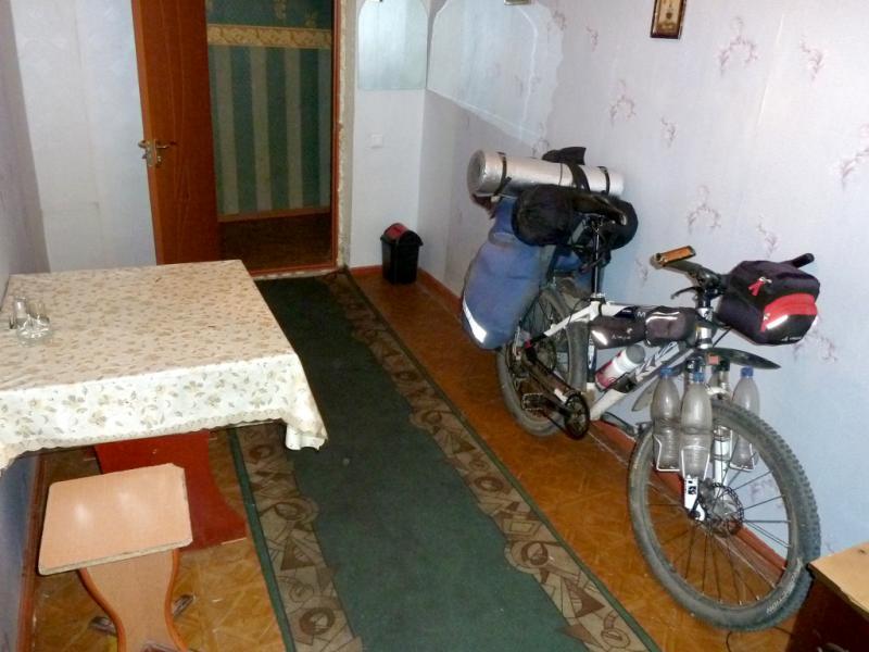 20130528. Мой велосипед в гостиничном номере.